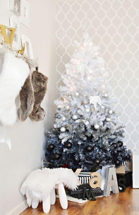 Albero di Natale 2019 bianco e nero sfumato 470x726 - Colori Alberi di Natale 2019