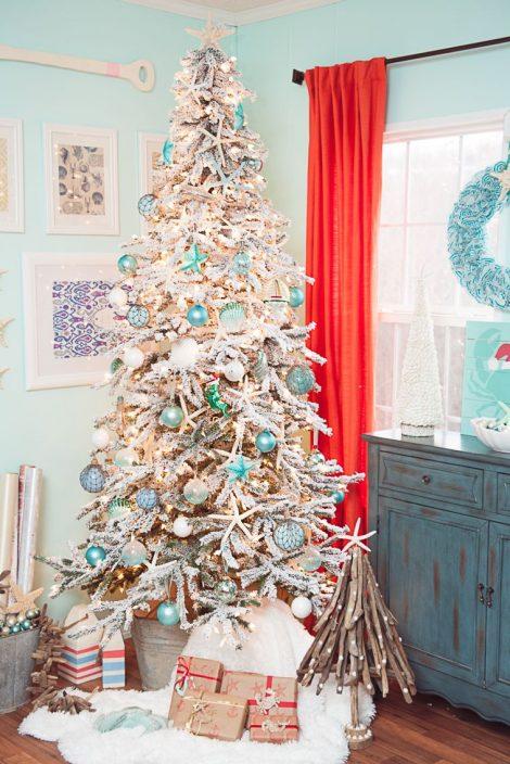 Albero di Natale 2019 con palline azzurre 470x704 - Colori Alberi di Natale 2019