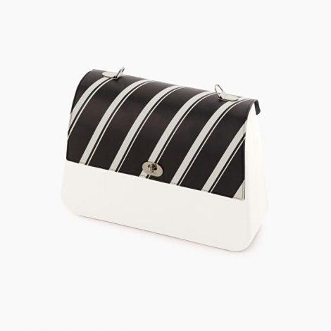 Pattina borsa O bag Queen in ecopelle a righe bianche e nere collezione inverno 2019 2020 470x470 - Borsa o Bag Queen collezione inverno 2019 2020