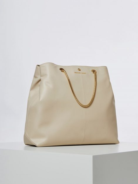 Guess Shopper in pelle modello Lilly collezione primavera estate 2020 470x627 - Borse Guess in pelle primavera estate 2020